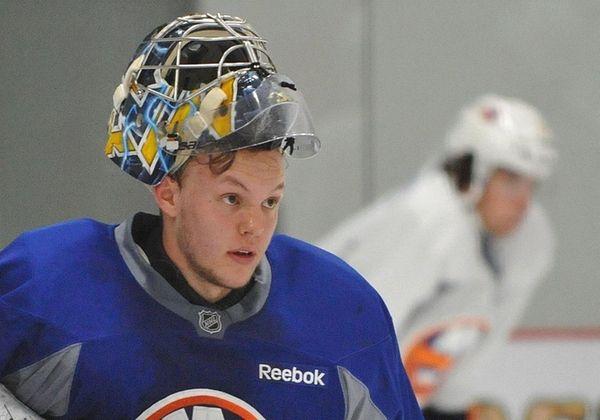 Linus Soderstrom #35, goalie, surveys the ice during