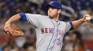 Steven Matz of the Mets throws a pitch