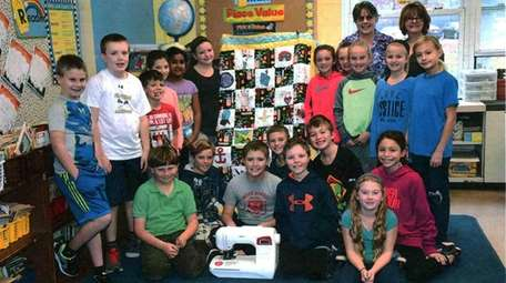 Kimberly Rall's fourth-grade class with their quilt and