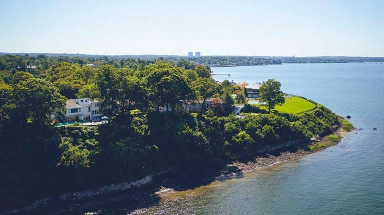 A 1.18-acre Kings Point parcel with a 7,000