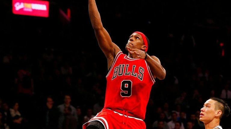 Rajon Rondo of the Chicago Bulls lays up