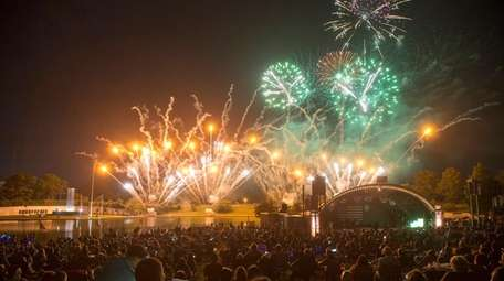 Crowds watch the TD Bank Celebrate America Concert
