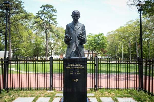 The statue of 20th century inventor and engineer