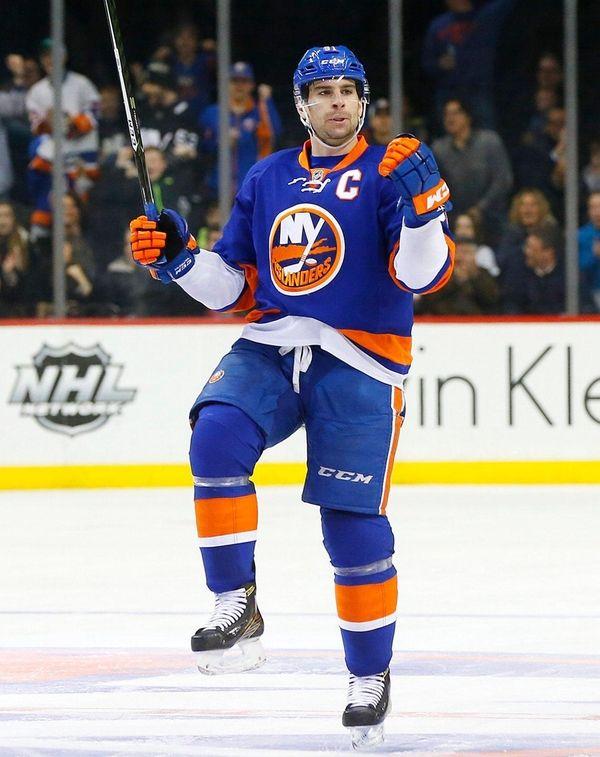 John Tavaresof the Islanders celebrates his goal against