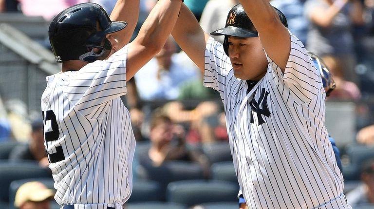 New York Yankees first baseman Ji-Man Choi, right,