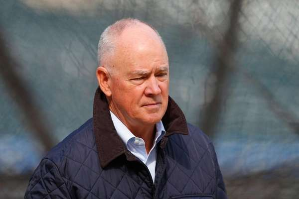 Mets GM Sandy Alderson during warmups against the