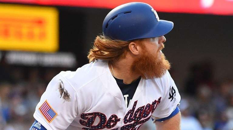 Justin Turner of the Los Angeles Dodgers rounds