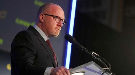 Former Cleveland Cavaliers general manager David Griffin speaks