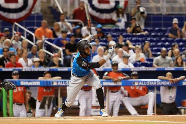 Mets prospect Amed Rosario bats in the first