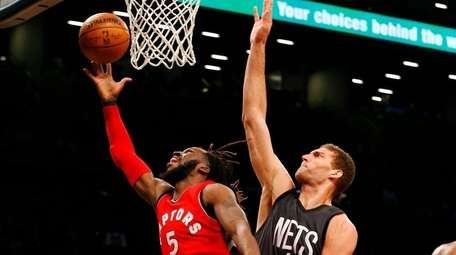 DeMarre Carroll #5 of the Toronto Raptors goes