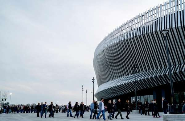 Concertgoers file into Nassau Coliseum ahead of Billy