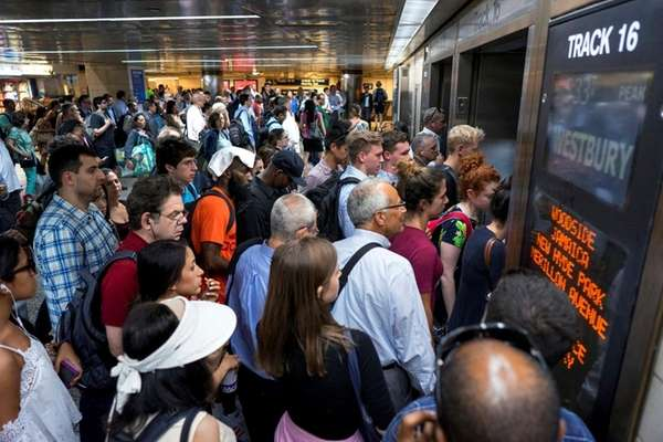 New Jersey Transit Train Derails in NY at Penn Station