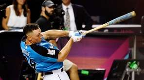 Yankees rightfielder Aaron Judge competes in the final round