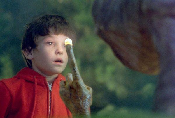 Elliott (Henry Thomas) and his alien buddy's famous