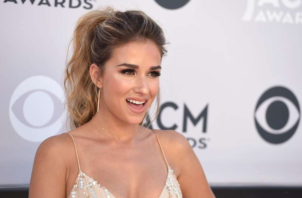 Jessie James Decker arrives at the 52nd annual