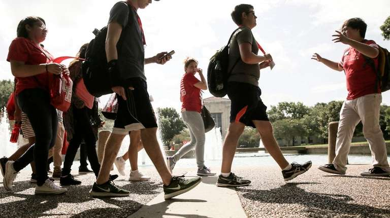 University of Houston incoming students tour the campus