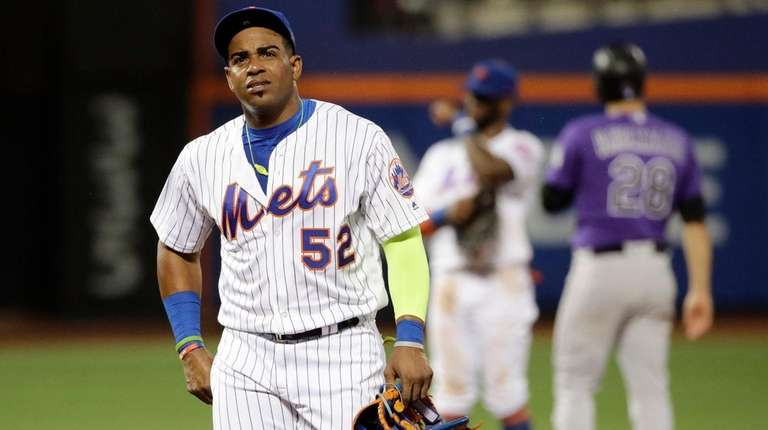 The Mets' Yoenis Cespedes leaves the field after