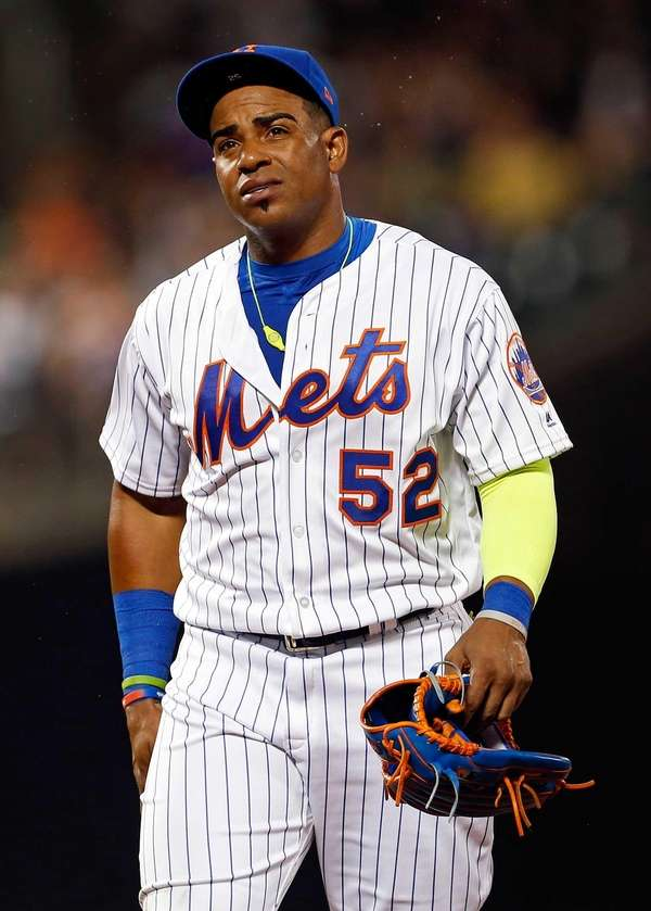 Mets' Yoenis Cespedes reacts walking to the dugout