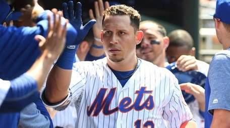 Mets second baseman Asdrubal Cabrera is greeted