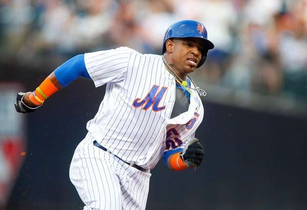 Yoenis Cespedes of the Mets runs the bases
