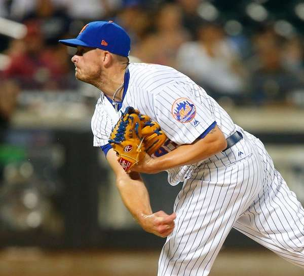 Mets pitcher Addison Reed delivers against the St. Louis