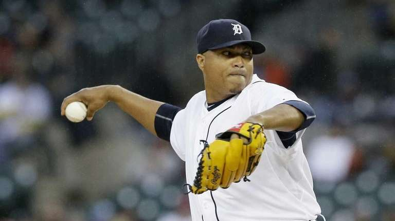 Alfredo Simon pitches in first inning for Tigers