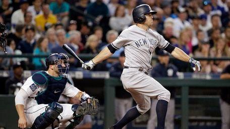 Brett Gardner hits a solo home run