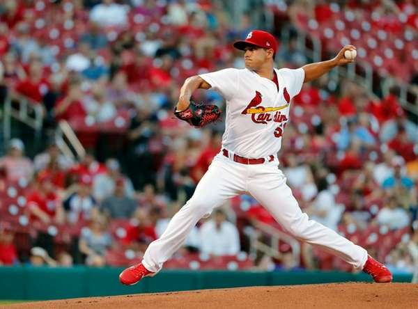 Cardinals trade Gonzales to Seattle for top outfield prospect