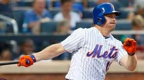 Jay Bruce hits an RBI single against the