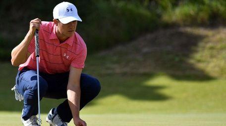 US golfer Jordan Spieth Lines up a putt