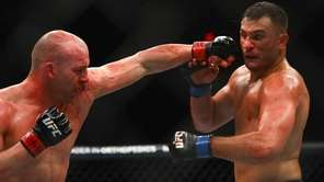 Light Heavyweights Patrick Cummins and Gian Villante fight