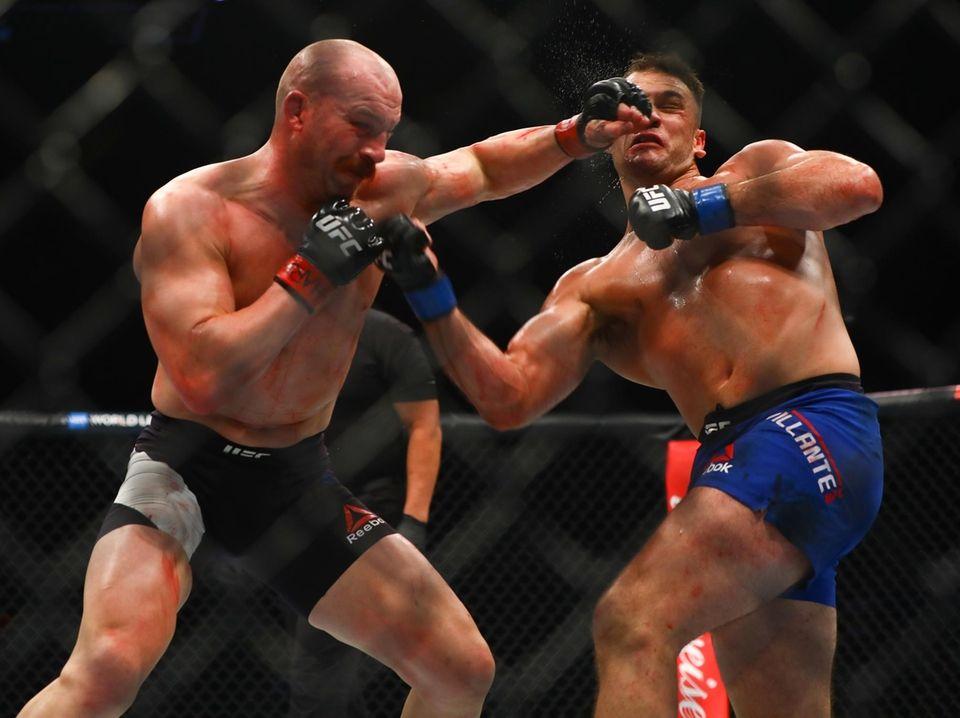 Light Heavyweights Patrick Cummins and Gian Villante fight