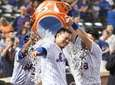 Mets second baseman Wilmer Flores gets a water