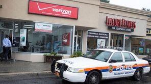 Nassau police investigate a robbery at a Verizon