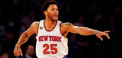 Derrick Rose reacts during the second half against the