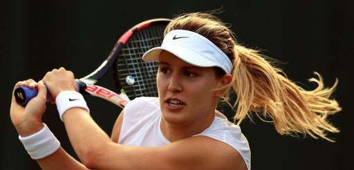 Eugenie Bouchard returns to Carla Suarez Navarro during