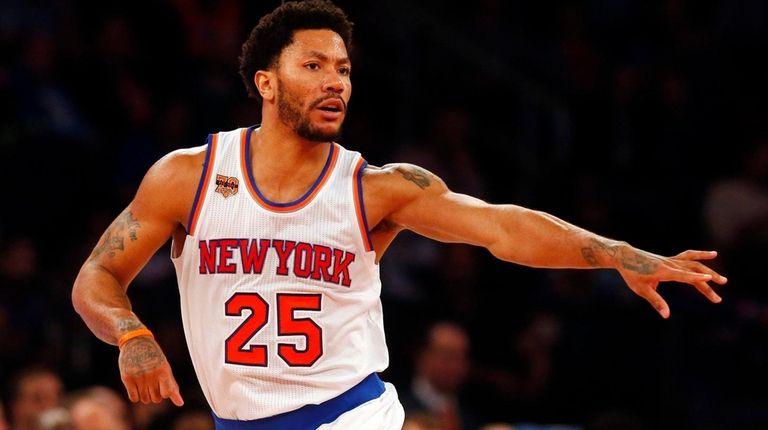 Derrick Rose of the Knicks reactsagainst the 76ers