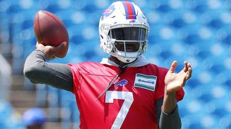 Bills quarterback Cardale Jones throws during minicamp in