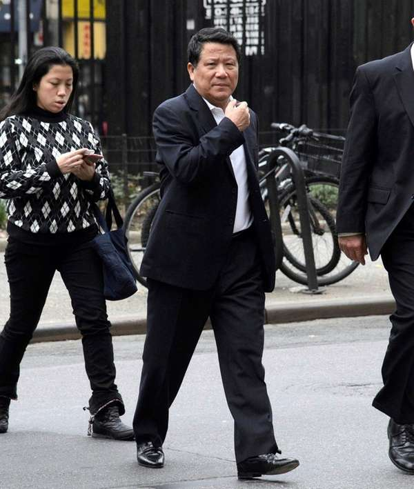 Chinese billionaire Ng Lap Seng, center, heading to
