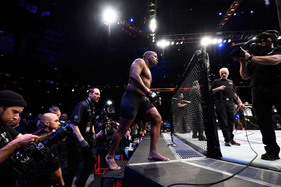 Daniel Cormier beat Anthony Johnson for the second
