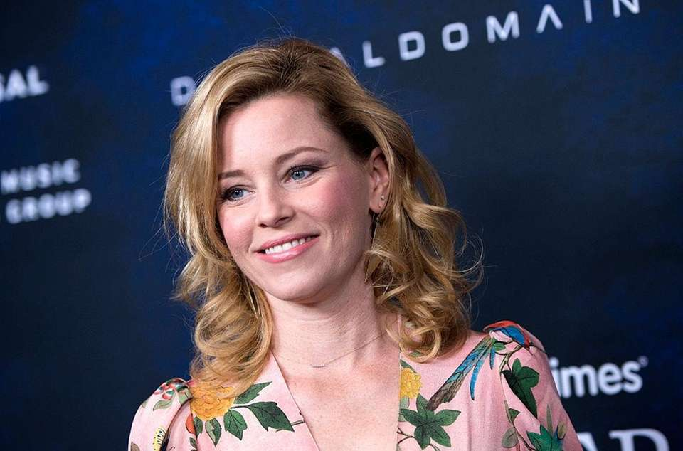Stage name: Elizabeth Banks Birth name: Elizabeth Maresal