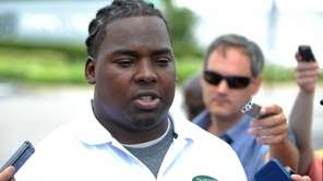 Jets defensive lineman Steve McLendon speaks with the