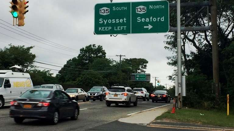 A sign for Route 135/Seaford-Oyster Bay Expressway, gave