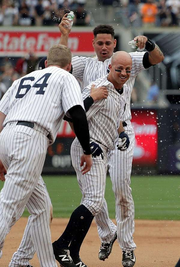 Yankees teammates shower Brett Gardner after his walk-off