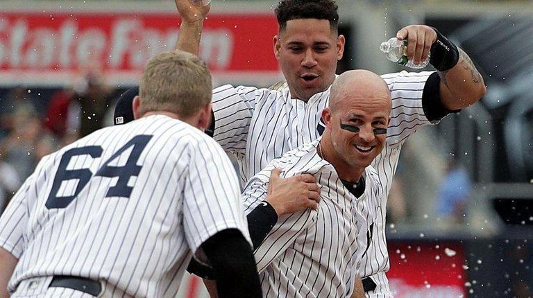 Yankees teammates shower Brett Gardner after his walk-off