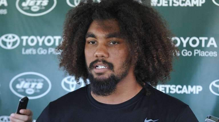 Leonard Williams of the Jets speaks with the