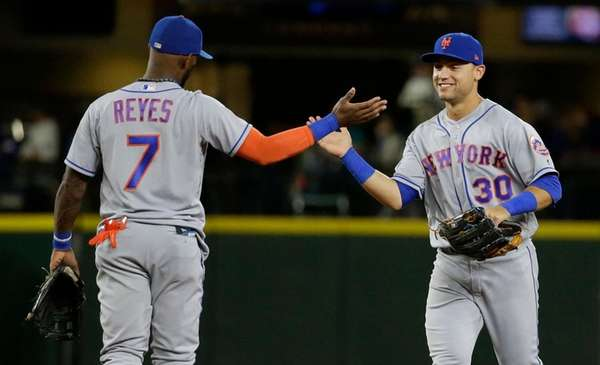 Gallardo pitches Mariners past Mets