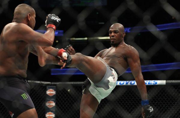 Jon Jones kicks Daniel Cormier during UFC 214
