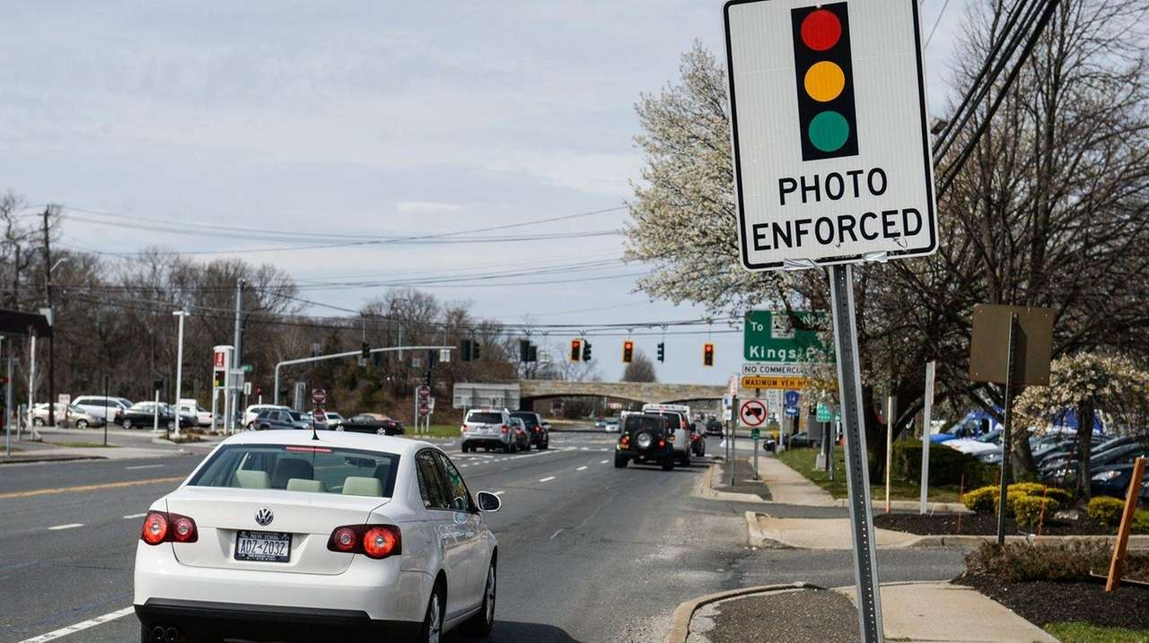 Red Light Camera Revenues Accidents Drop In Nassau Suffolk Reports Show Newsday