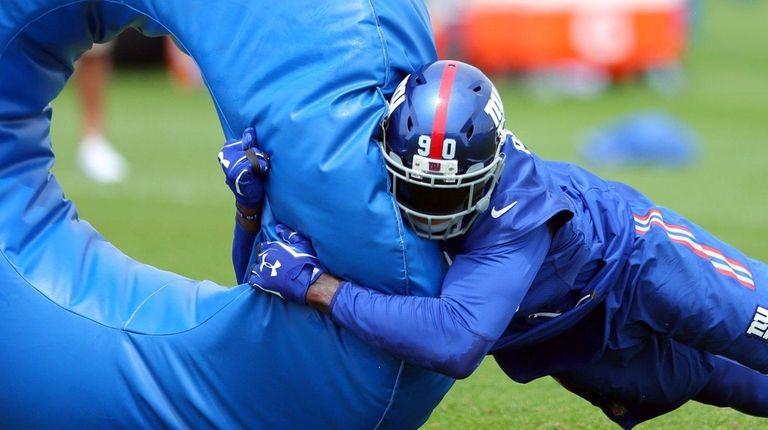 New York Giants defensive end Jason Pierre-Paul hits